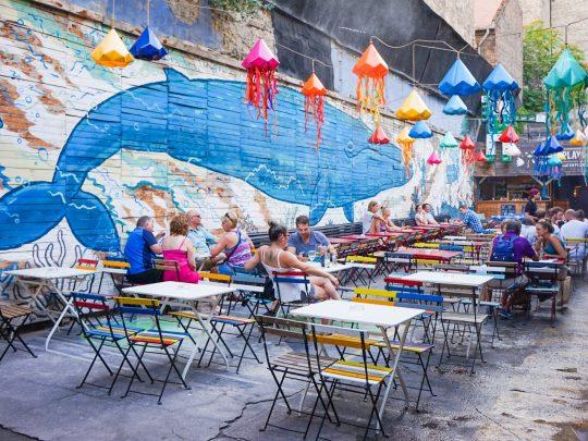 Budapestin rauniobaarit: kolme vaihtoehtoa Szimplalle