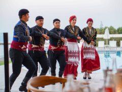 Kreikkalainen ilta Kreetalla: vauhdikkaita tansseja ja hyvää ruokaa